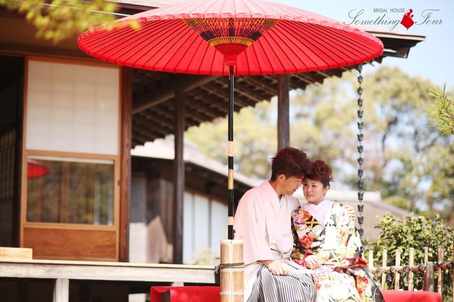 ナチュラルな結婚式の前撮り写真【彦根城玄宮園】