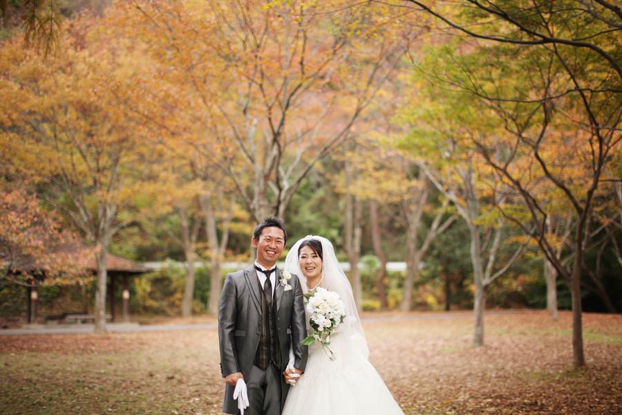 秋のフォトウェディングは打掛だけでなくドレスにもよく合います
