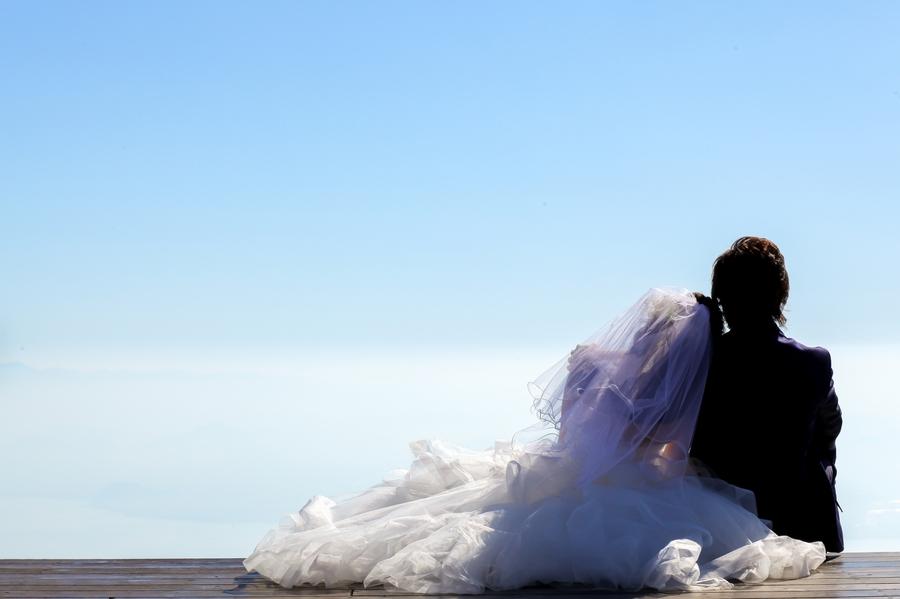 滋賀の人気スポット琵琶湖テラスでウエディングドレスの前撮り