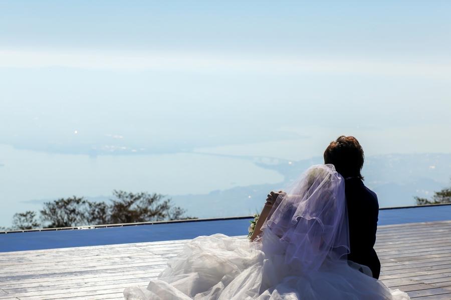 洋装フォトウエディングスポットとしてオススメの琵琶湖テラス
