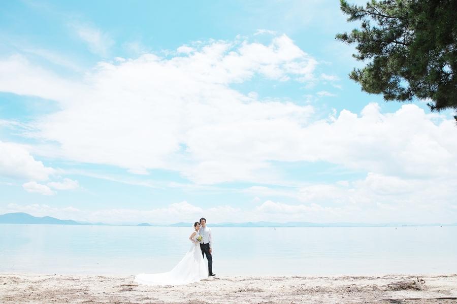 まるでビーチリゾートのような琵琶湖でドレスフォトウエディング